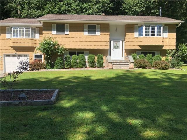 3 BR,  2.00 BTH  Raised ranch style home in Mahopac